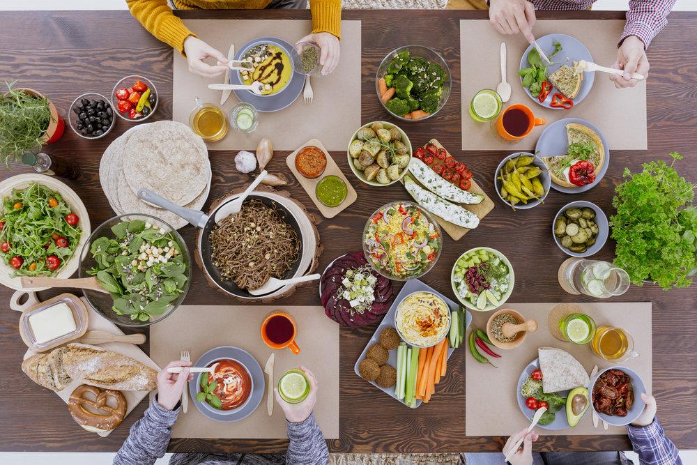 friends-eating-vegetarian-food-PS8T8MD.jpg