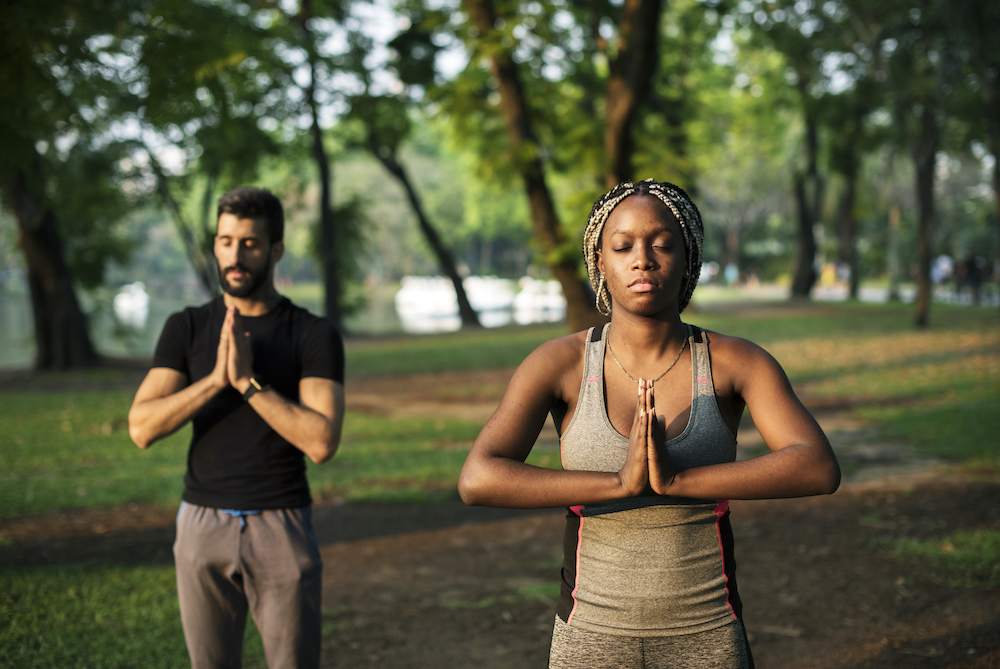 people-yoga-in-a-park-PV8BDSK.jpg