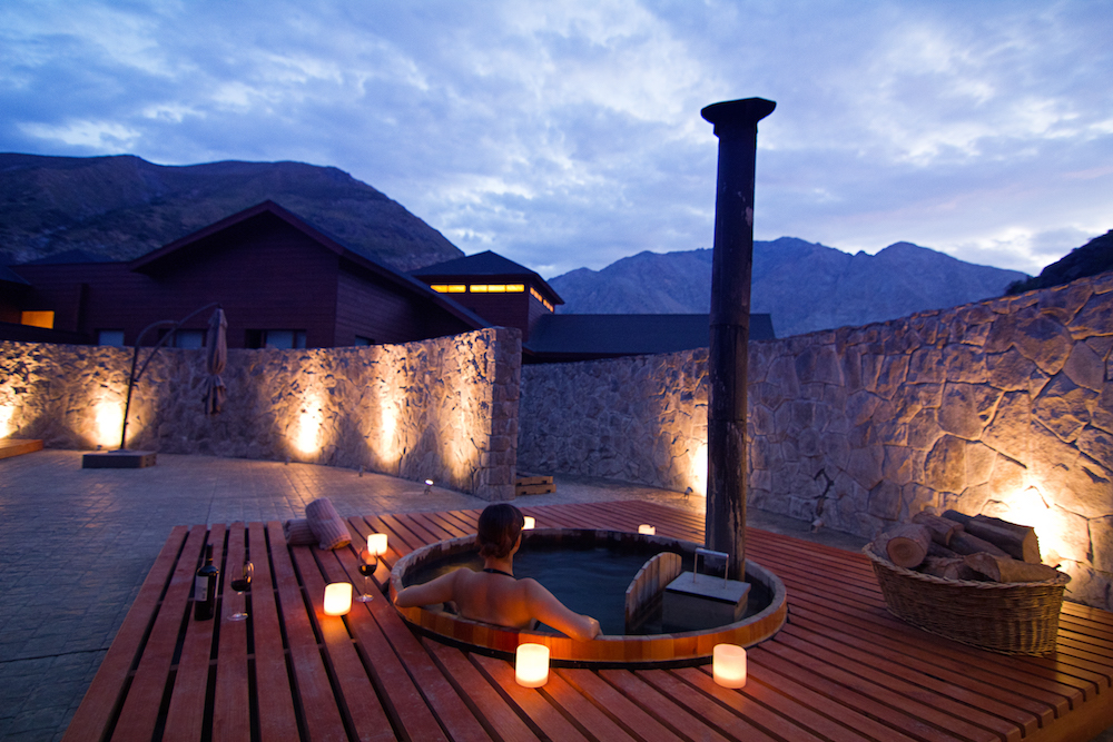 NOI Puma Lodge - Spa - Winter Hot Tub 1.jpg