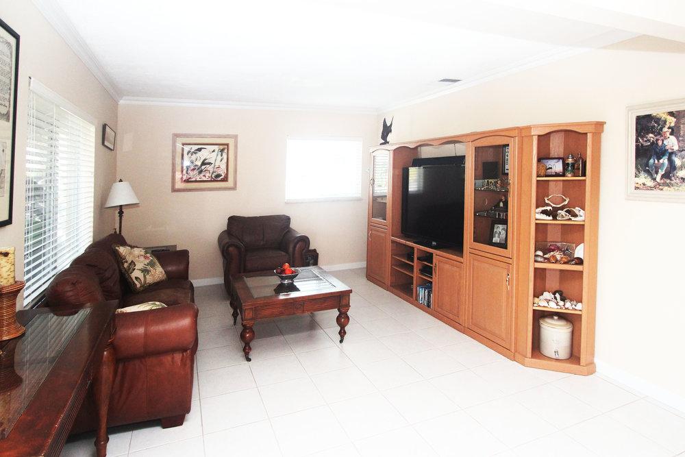 11 - Family Room.jpg