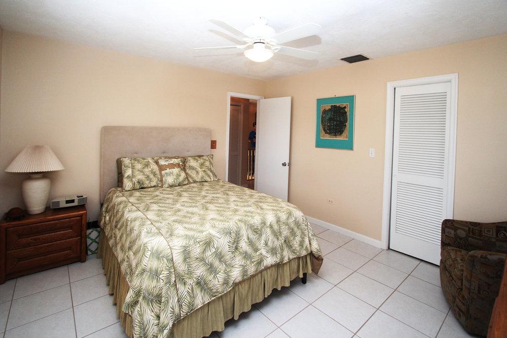23 - Guest Room.jpg