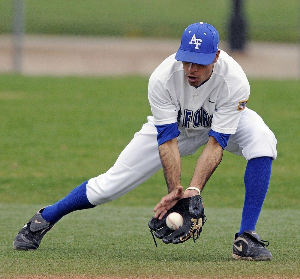 baseball-player-582368_1280.jpg