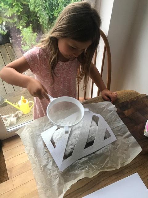 Cake Baker Flora