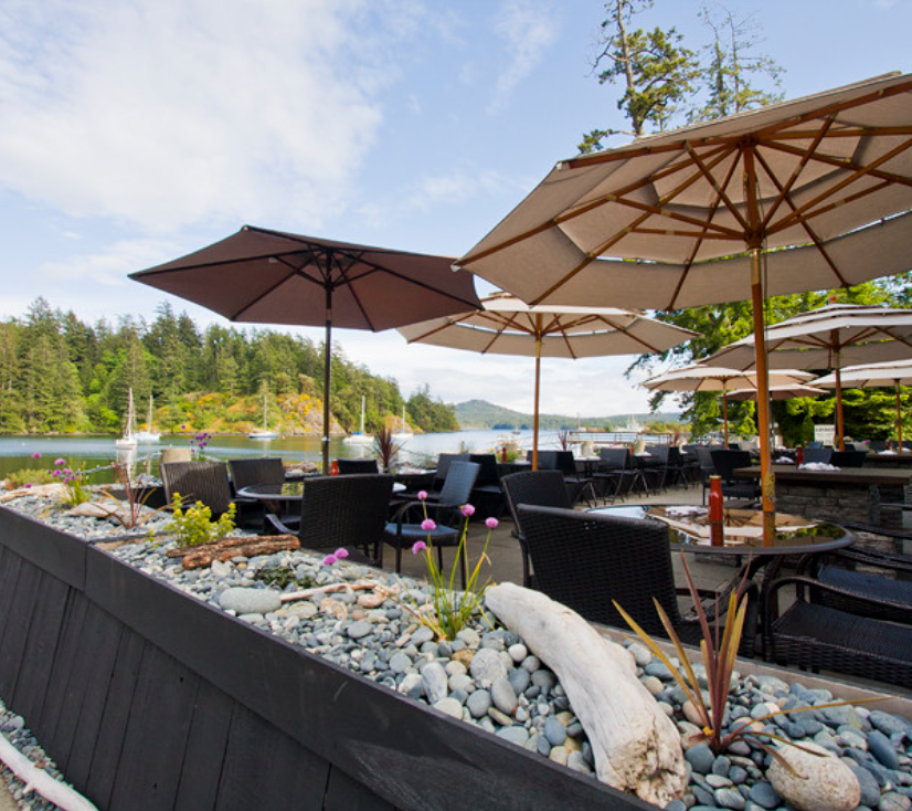 Summer patio dining on the water at The Stickleback Eatery