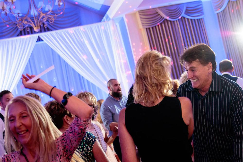 lakewood-country-club-wedding-photographer-tomKphoto-044.jpg