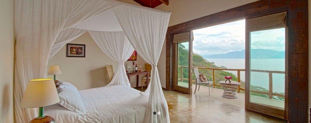 King SUITEMXN 29,900* - King Size Bed for 1 personiPod dock, safe, fan, closet, mini bar, TV & JacuzziRegular Price MXN 35,706