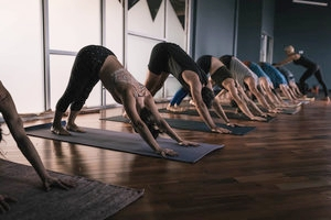After a light breakfast we encourage you to have a short and all levels stretching yoga session right before our morning meditation, in order to prepare our physical and subtle body to get ready for a deeper experience. -