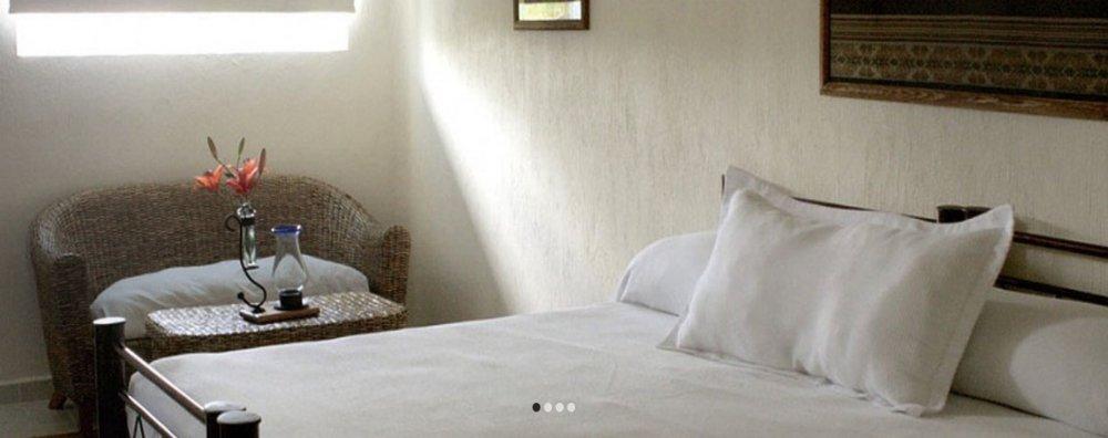 SUITE FAMILIARMXN 20,863* - 1 Cama King Size para2 personascocineta, ventilador, closet, TV y Tina de Hidromasaje.