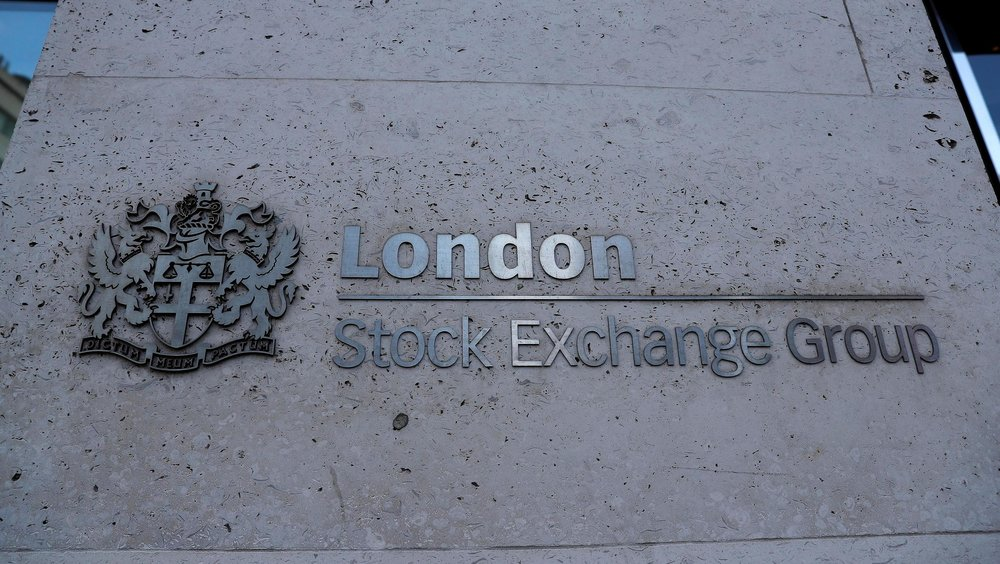 Signage is seen outside the entrance of the London Stock Exchange in London, Britain. Aug 23, 2018.  REUTERS/Peter Nicholls