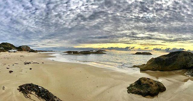 Stunning layer of altocumulus over the island! ⛅️ . . . . . #threehummockisland #tasmaniassecretisland #secretislands #islandsofadventure #discovertasmania #cradlecoast #bom❤️weather #tasmaniagram #tasmaniasnorthwest #instatassie #australiagram #beautifuldestinations
