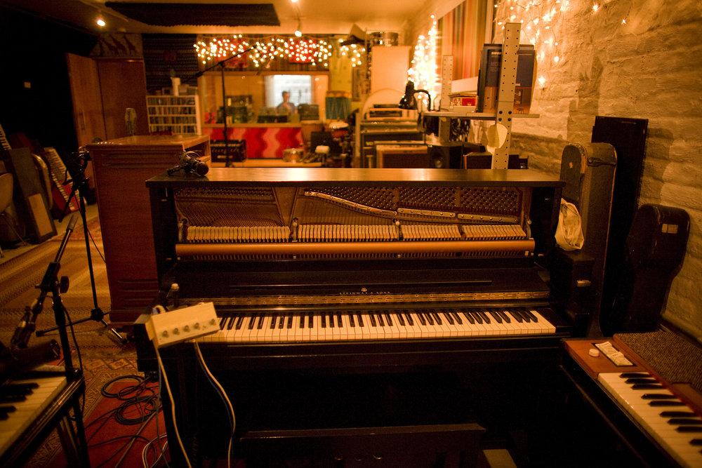 _Live room Piano_8143.jpg