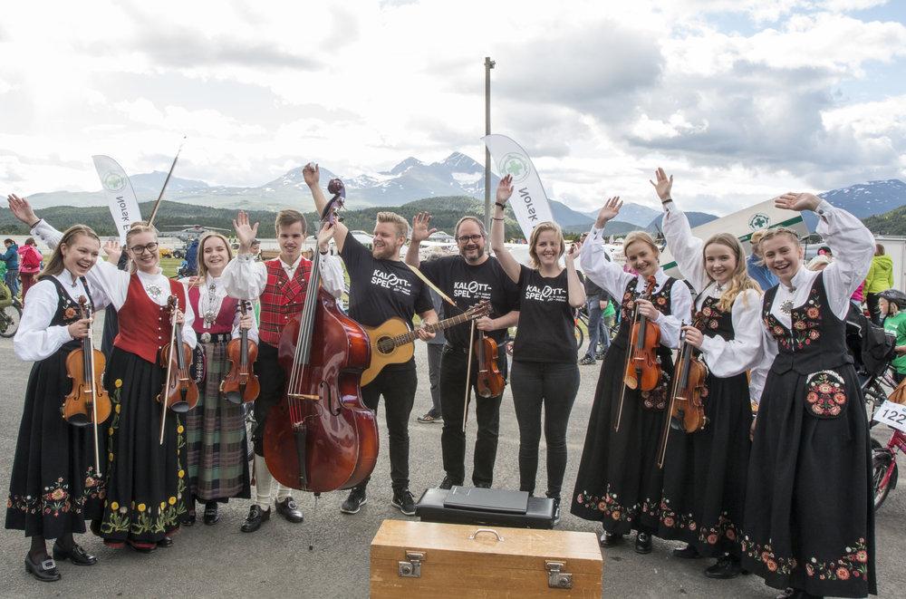Foto: Odd- Inge Larsen. Folkband var til stades under Arctic Race i Målselv 2017.