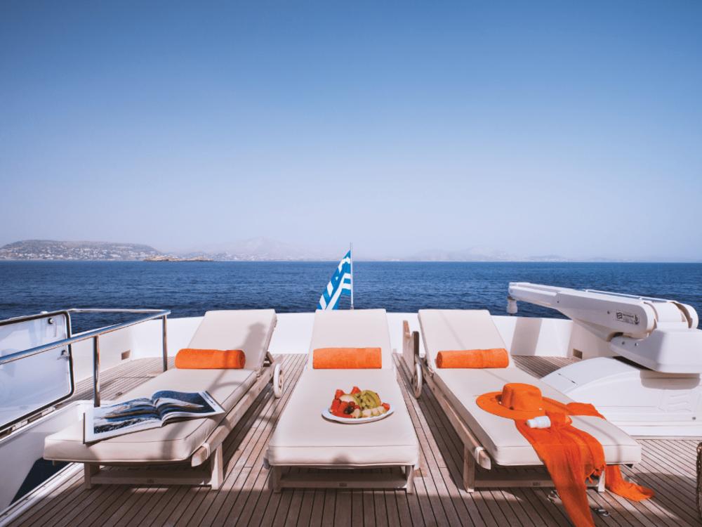 dana-custom-line-86-lo-yachting-2.png