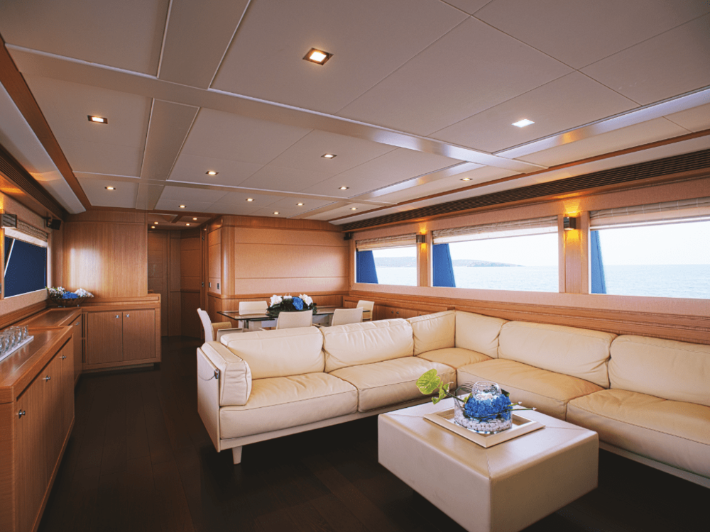 dana-custom-line-86-lo-yachting-3.png