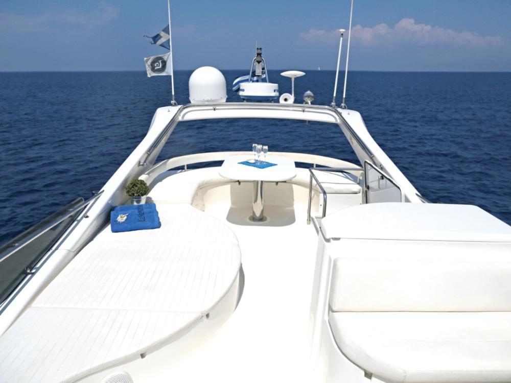 alkion-ferretti-55-lo-yachting-3.png