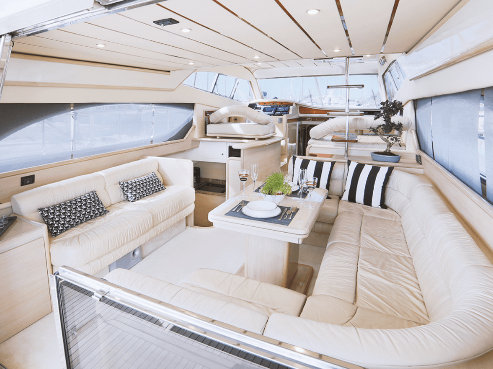 secret-ferretti-53-lo-yachting-3.png