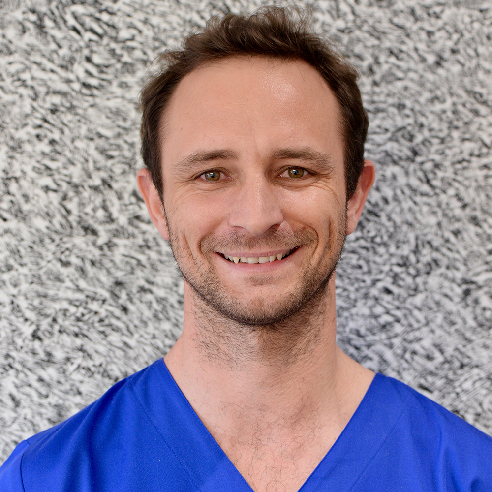 Dr Julien Molia 1.png