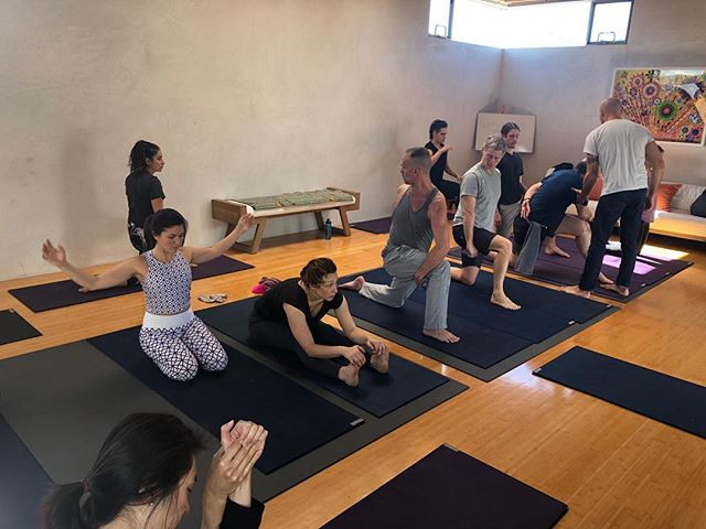 Resistance Flexibility self stretch classes in Venice .  Saturday at 10 AM  Monday at 1 PM Wednesday at 10 AM . Please DM for details and location . . . #resistanceflexibility #bobcooley #powerofpeople #myofascialrelease #funtionalmovement #prehab #movebetter #manualtherapy #physicaltherapy #biohack #lettheworldseeyou #bodyawareness #movementismedicine #mindbodyconnection #accesss #spirituality #psychotherapy #emotionaltherapy