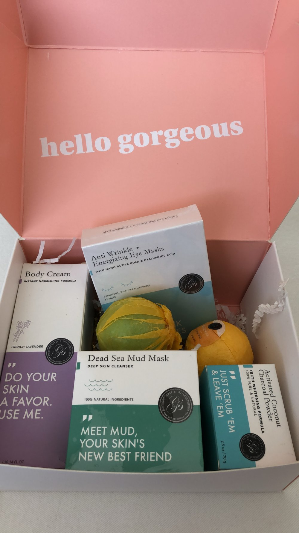 The box comes with ALL of these wonderful, vegan and cruelty free products:  Anti-Wrinkle + Energizing Eye Masks (12 pairs!)  Dead Sea Mud Mask  2 XL Bath Bombs  Activated Charcoal Teeth Whitening Set  Lavender Body Lotion