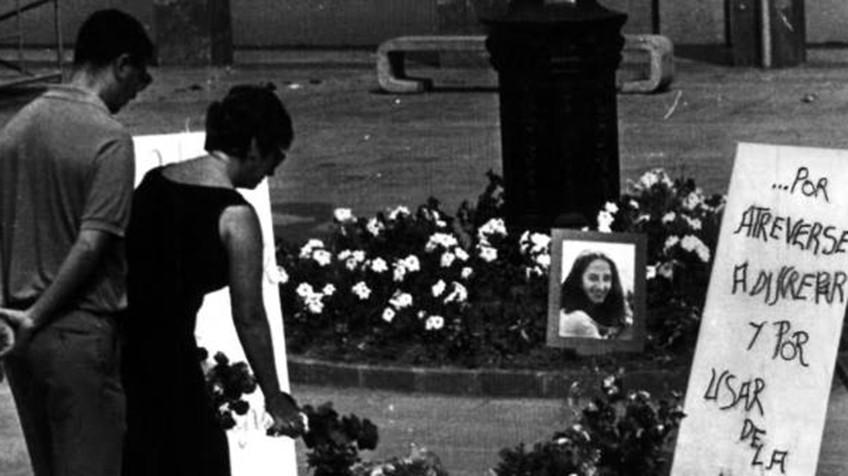 Plaza donde ETA asesinó a Yoyes el 1986. Foto: Archivo de RTVE.