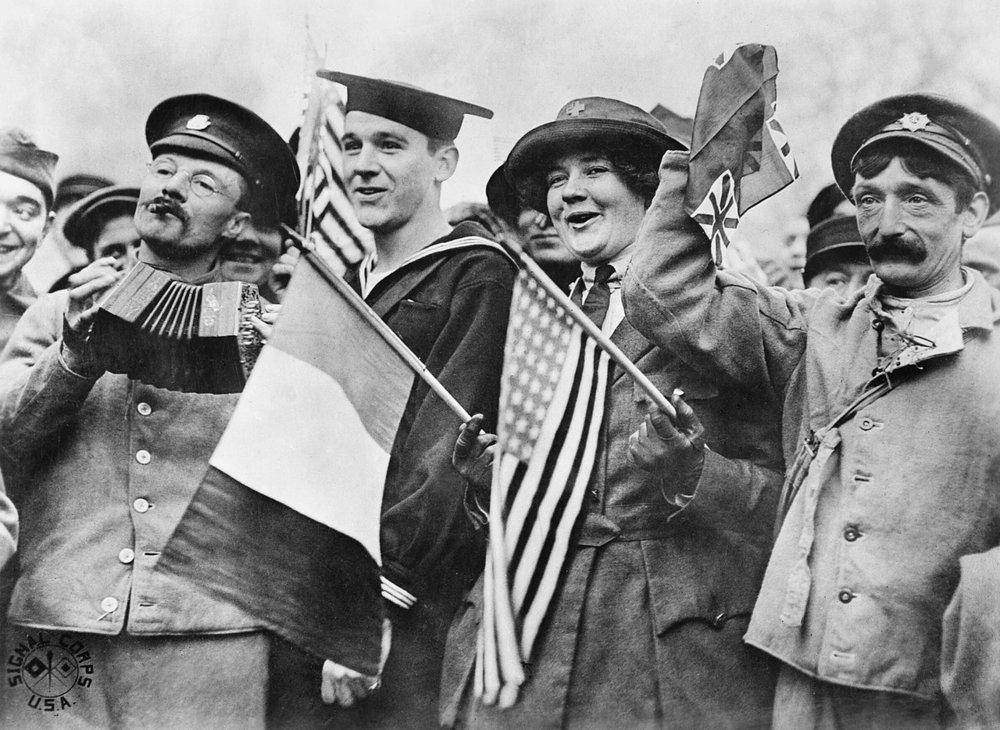 Celebraciones en París por el armisticio del 11 de noviembre de 1918. Fuente: Imperial War Museum.