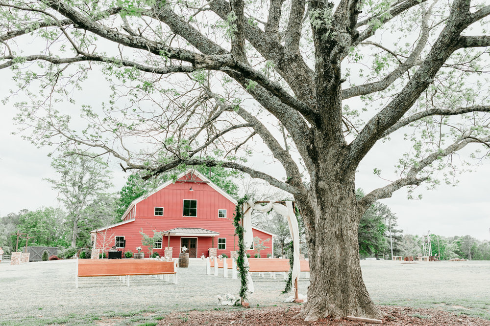 Outdoor wedding ceremony, September wedding, Pepper Sprout Barn. Picture by Sea Salt Photography.