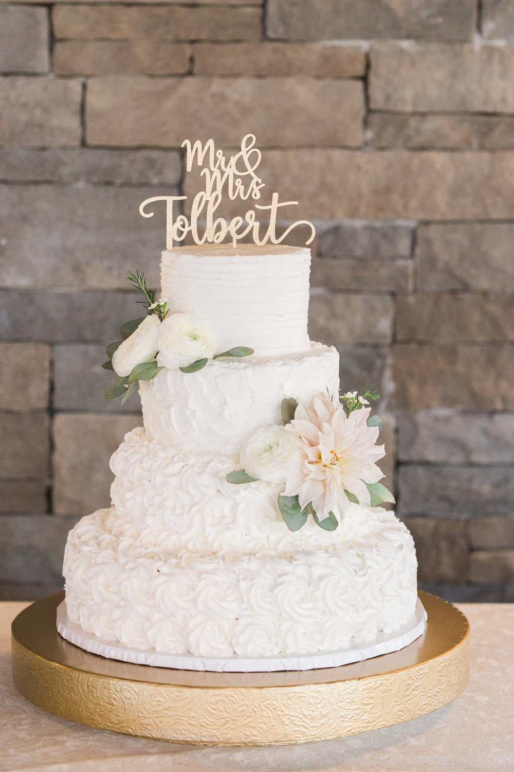 Cake by Make it Cake. pc: Mandee Matthews Photography. August Wedding at Pepper Sprout Barn.