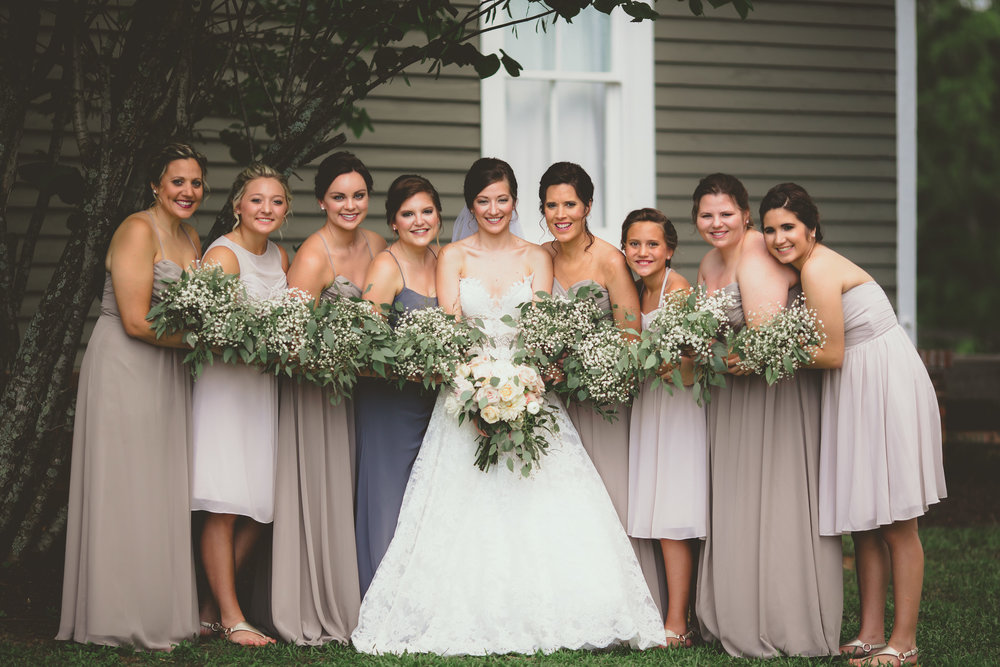 June wedding with a neutral color palette. pc: Twinkling Eye Photography