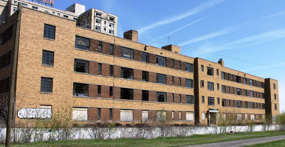 Built in the 1950's, this former 152 unit apartment building is now owned by Shelborne Development. JEI is partnering with them to redevelop this property.  (photo credit: Detroit Yes!)    Phase:  Conceptual Design   Total Investment:  $18,800,000