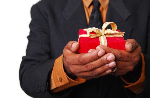 gift_in_hand.jpg