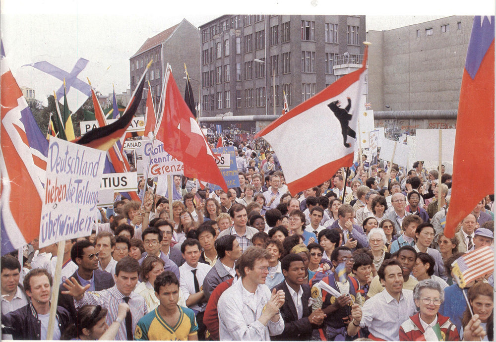 CARP of Germany Past: an anti-Communism rally at the Berlin Wall in 1987.The march was led by World CARP President, Hyo Jin Moon.