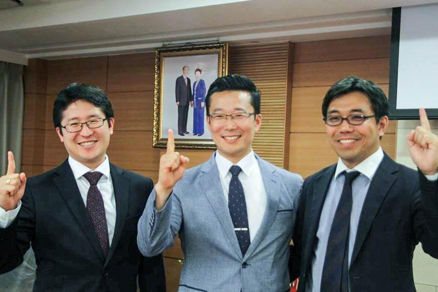Naokimi posing with CARP presidents of Japan and Korea