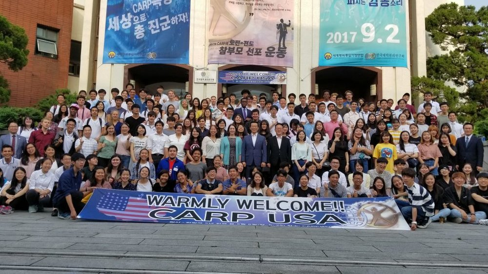 Group photo in front of the CARP Korea Headquarters