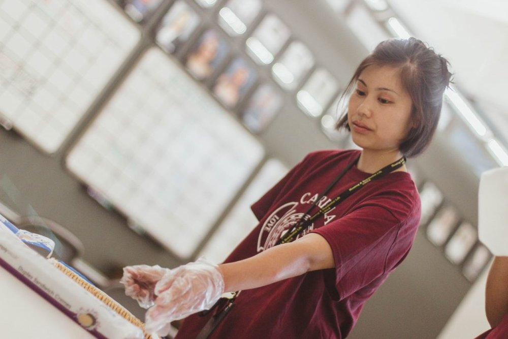 Harumi Muranaka working at the booth.