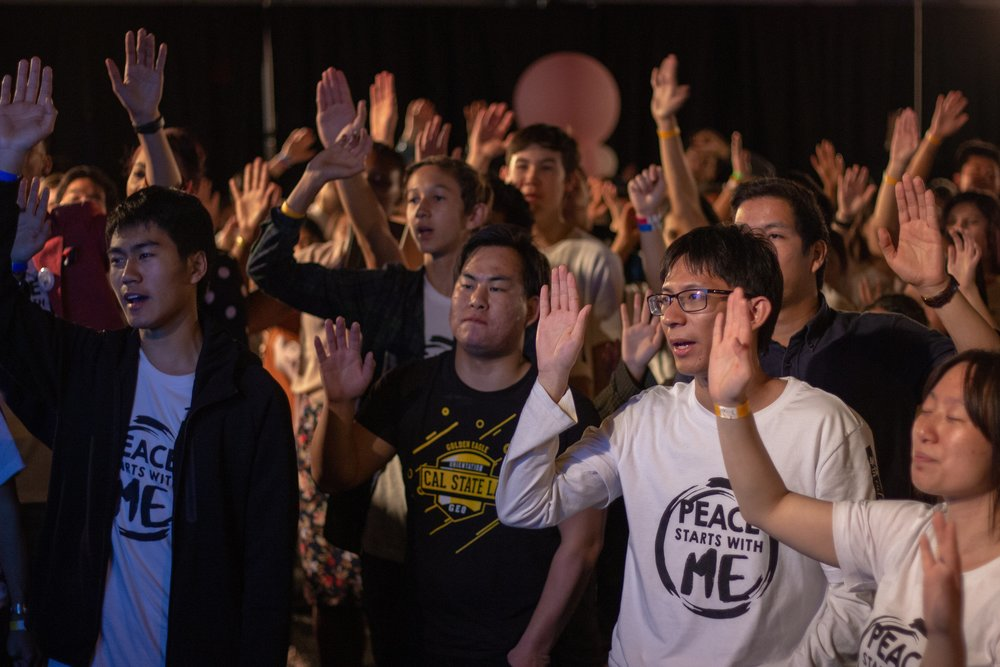 All participants raised their hands and made the pledge together.