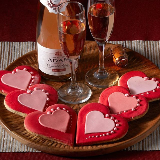 Spread some Crémant d'Alsace ❤️ today!  #HappyValentinesDay⠀ -⠀ -⠀ -⠀ -⠀ #DrinkAlsace #Alsace #WinesofAlsace #rosé #rose #roseallday #roséallday #cremant #bubbly #sparklingwine #pinotnoir #cookies #hearts #heart #heartshapedcookies #snack #sweet #sweets #foodandwine #wineandfood #valentine #valentines #valentinesday #nyc #newyork #welovealsace #winelovers #winelover #jeanbaptisteadam