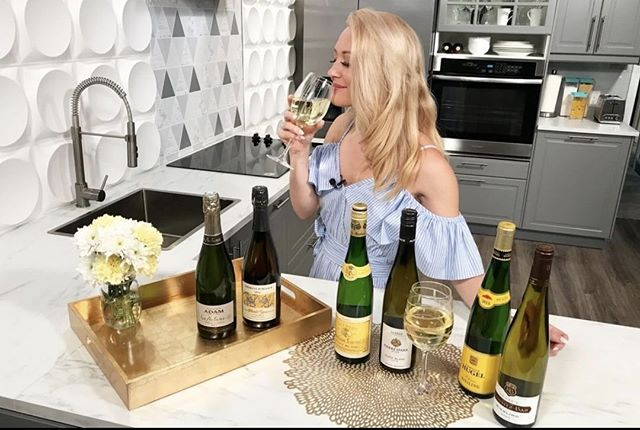 When it's National #DrinkWineDay, it only makes sense to #DrinkAlsace.⠀ ⠀ From a dry Riesling to a fruit-forward Pinot Blanc and a lively Crémant d'Alsace, there is an Alsace wine for any palate. ⠀ -⠀ 📸 @lifestylelisttv⠀ -⠀ -⠀ -⠀ -⠀ #Alsacerocks #WinesofAlsace #Alsacewine #weloveAlsace #Alsace #France⠀ #Frenchwine #wine #winelover #winelovers #Riesling #whitewine ⠀ #Mondaymotivation #Monday #mealprep #cooking #kitchen #mondaymood⠀ #wineandfood #foodandwine #winepairing #foodpairing #wineglass #winebottle⠀ #glassofwine #bottleofwine #newyork #NYC