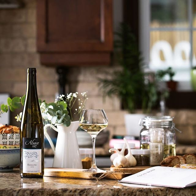 "If you're looking for a wine to pair with tonight's meal, try a dry #Alsace Riesling. Known as the ""pride of Alsace"", Riesling has balanced acidity & offer an assortment of fruit aromas (like apples and citrus), which complements many dishes.⠀ -⠀ Whether you're craving tandoori chicken in the winter, buttery lobster rolls in the summer or roast pork belly all year-round, pair it with a dry #Alsace Riesling to make it a complete meal.⠀ - 📸 @vinsalsaceqc⠀ -⠀ -⠀ -⠀ #DrinkAlsace #AlsaceRocks #Alsace #France #Frenchwine #wine⠀ #Riesling #whitewine #dry #kitchen #cooking #Tuesday ⠀ #whitewineexcellence #winelover #winelovers #weloveAlsace #Alsatianwine #wineglass #glassofwine #winebottle #bottleofwine #recipes #foodandwine #wineandfood #NYC #rieslinglover #rieslingwine #repost"
