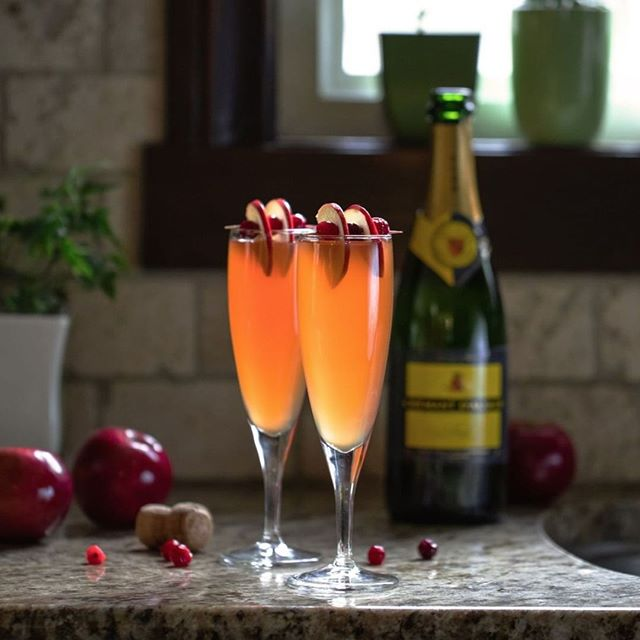 Warm up this winter with a sparkling winter berry Crémant d'Alsace cocktail. ⠀ -⠀ Recipe options via link in bio! 🍾⠀ -⠀ -⠀ -⠀ -⠀ #DrinkAlsace #AlsaceRocks #Alsacewine #WinesofAlsace #Frenchwine #cocktail⠀ #wine #sparklingcocktail #crémant #cremant #bubbly #sparklingwine⠀ #sparkling #apples #raspberries #fruit #fruity #berries⠀ #cocktailrecipe #cocktails #cocktails🍸 #repost #reshare ⠀ #winelovers #winelover #weloveAlsace #ilovealsace