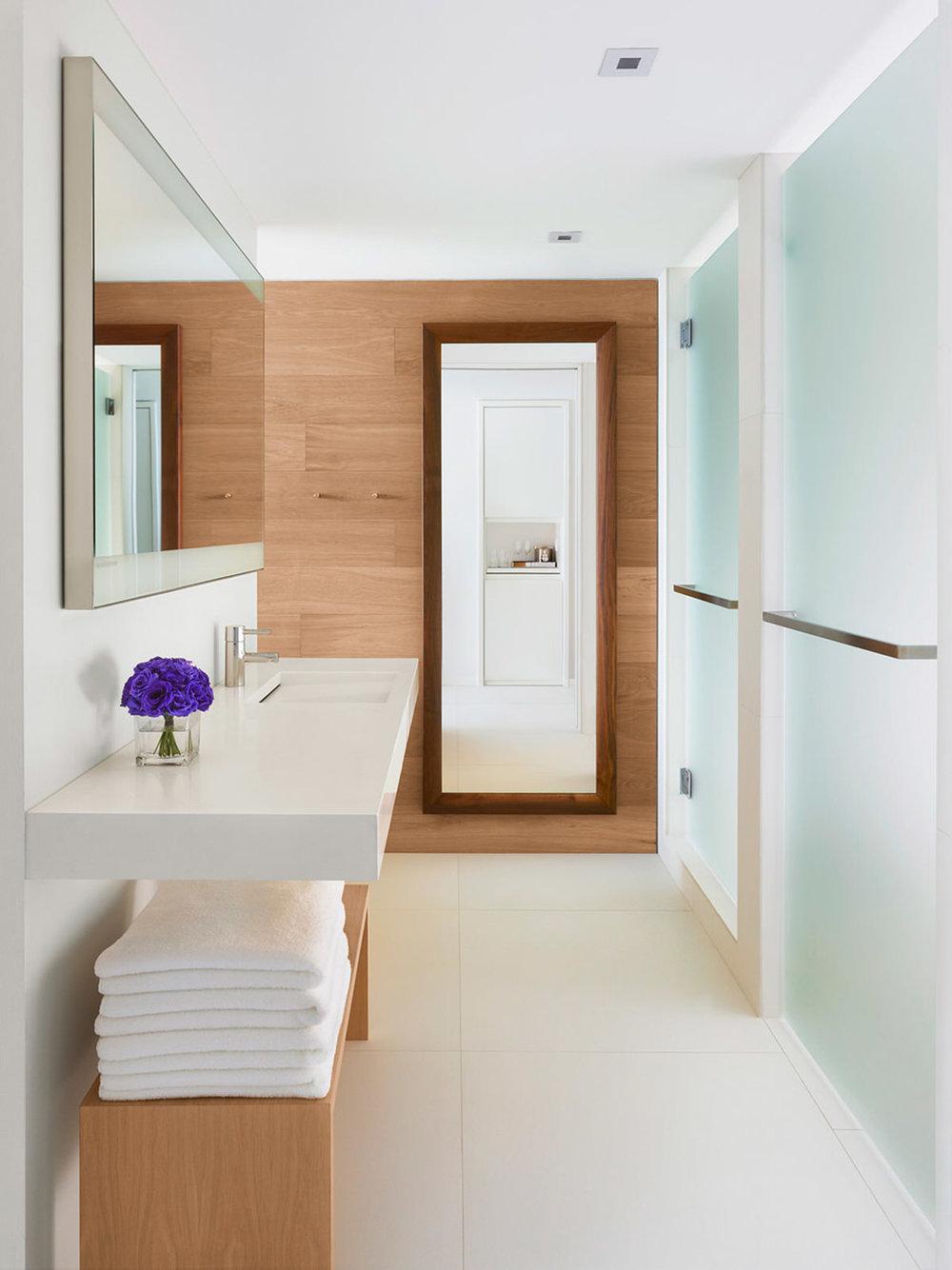Bathroom. Courtesy of  The Miami Beach EDITION .