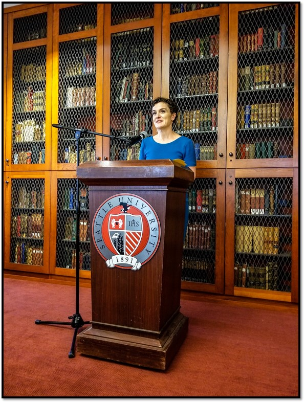 Stesha Brandon, Board President at Seattle City of Literature, addressing the SUSI Scholars (Photo by Charles Tung)
