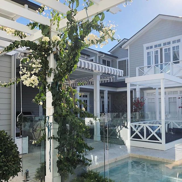 Home inspo 😍 We love @gmellidesign Hampton's Home with #SuntexAustralia Awnings by @oliveaux_interiors 💖