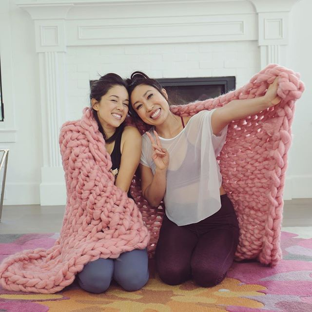 i did the #100abchallenge with my arm knitting buddy @blogilates and (just barely) survived! i linked to the video in my stories, so head there to watch and crunch along with us 💪🏻