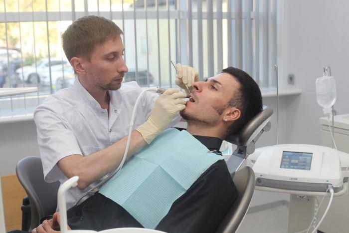 Лечение кариеса пациенту нашей клиники