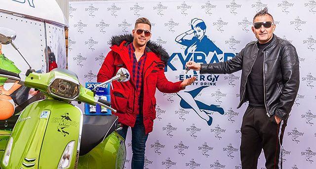 A @valovilag9 szereplői közül @doboshunor nyerte meg a SkyBaby robogóját. A műsor végjátékában a 2. helyet elérő Hunor, végre átvehette a nyereményét ! #skybaby #motorbike  #energydrink