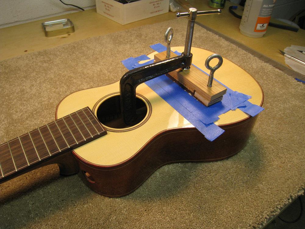 mustguitars-ukulele-sixstring-const (22).JPG