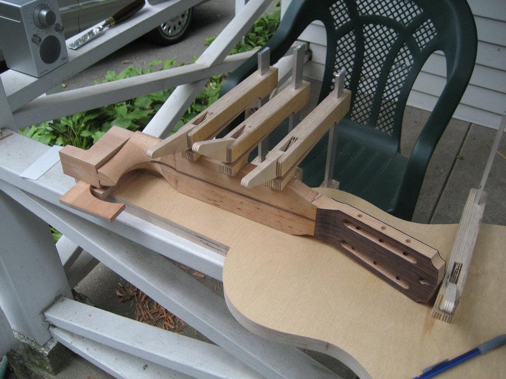 mustguitars-guitar-parlor-const (6).JPG