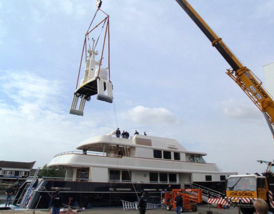 Arch Crane Int.JPG