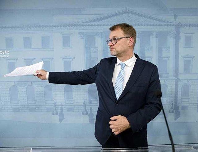 """""""Olen sanonut, että hallitukseni toimii tulos tai ulos -periaatteella. Olen periaatteen mies."""" - Pääministeri Juha Sipilä tiedotustilaisuudessa 8.3.2019. Sote kaatu, niin myös hallituskin. Mitä seuraavaksi? Käy lukemassa uutisia ja kuuntelemassa tiedotustilaisuus esimerkiksi YLE:n sivuilta!"""