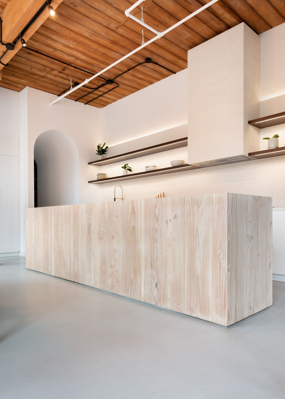 03 Kitchen Island.jpg